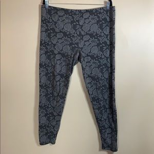 Love & Legend Grey Floral Print Leggings size 1X